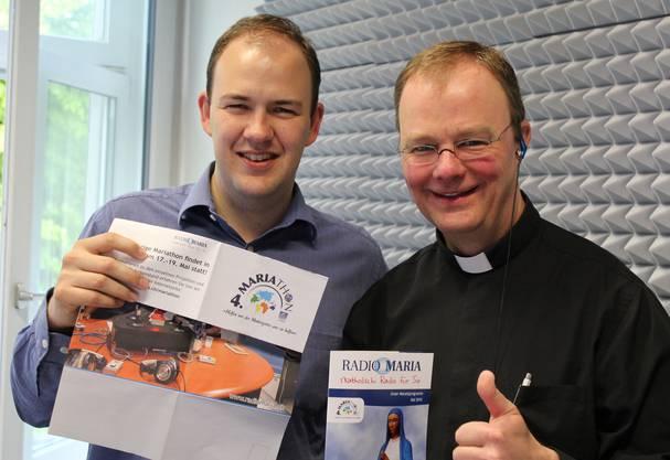 Pfarrer Thomas Rellstab, Programmdirektor von Radio Maria Deutschschweiz (rechts), mit Geschäftsführer André Jacober.