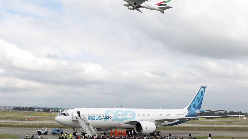 Verzögerungen bei der Auslieferung drücken bei Airbus auf den Gewinn. (Archiv)