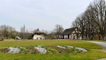 Das Museum für Pferdestärken wird umrahmt von gepflegten Grünflächen.