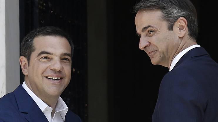 Alexis Tsipras (links) tritt, Kyriakos Mitsotaks tritt an. Bild: KEY