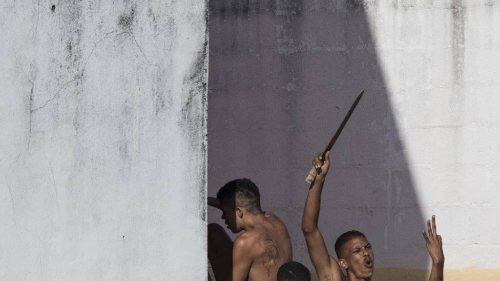 Immer wieder Gewalt in brasilianischen Gefängnissen: Nach einer Meuterei entkommen Insassen aus einer Haftanstalt in Bauru. (Archivbild)