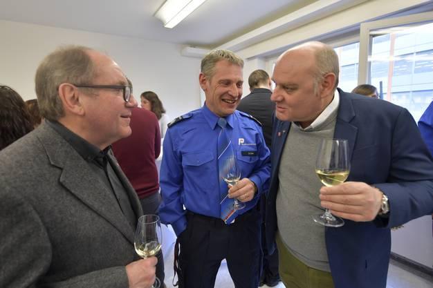Die Gemeinderäte Remo Bill und Ivo von Büren im Gespräch mit Regionenchef Daniel Dick