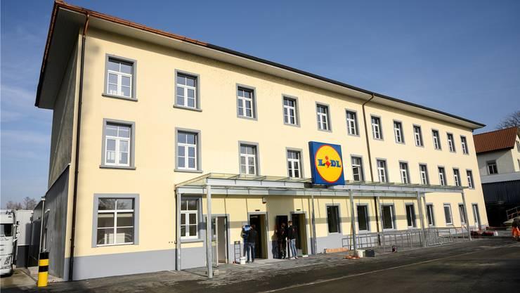 «Industrial Look»: Der neue Lidl hinter dem Elektro Würgler in Niederlenz.