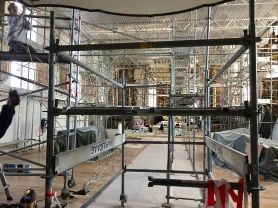 Noch bis November wird das Kircheninnere mit Baugerüsten verstellt sein.
