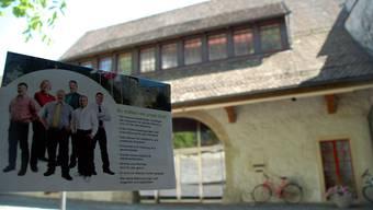 «So wollen wir unser Dorf»: Gemeinderatswahlwerbung der SVP beim Gemeindehaus. (trö)