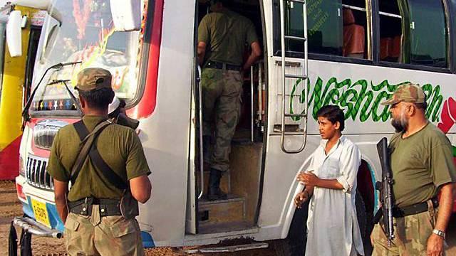 Transport für Flüchtlinge aus Swat-Tal