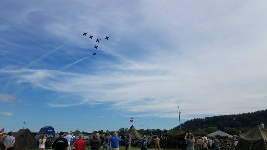 Die Flugshow der Patrouille Suisse am «Convoy to Remember» in Birmenstorf