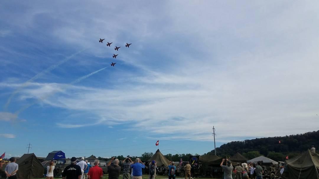 Die Flugshow der Patrouille Suisse am «Convoy to Remember» in Birmenstorf