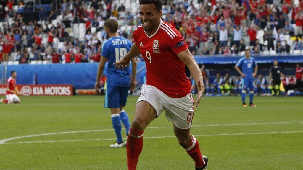 Hal Robson-Kanu bejubelt das 2:1 und sein drittes Länderspieltor für Wales