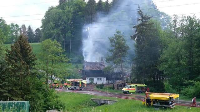 Beim Eintreffen der Feuerwehr stand das Haus bereits im Vollbrand