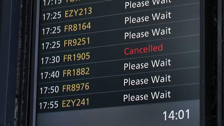 Personalengpass im Copckpit: Der irische Billigflieger Ryanair streicht von November bis März wohl 18'000 von 800'000 Flügen. (Archivbild)