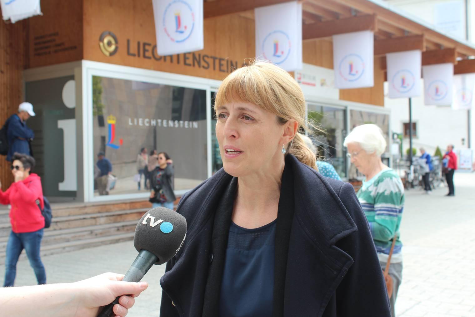 Michelle Kranz, Geschäftsführerin von Liechtenstein Marketing, freut sich über die Gäste. (Bild: FM1Today/Marc Hanimann)