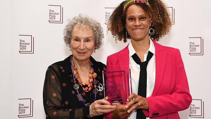 Ausnahmsweise zwei Gewinnerinnen beim diesjährigen britischen Booker-Literaturpreis: die kanadische Autorin Margaret Atwood (links) und die britische Schriftstellerin Bernardine Evaristo.