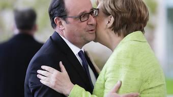 Abschied in Berlin: Bundeskanzlerin Angela Merkel empfängt den abtretenden französischen Präsidenten François Hollande zum Diner in der deutschen Hauptstadt.