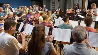 Die Musikgesellschaft Herznach-Ueken bot unter der Leitung von Beda Hohler viele Leckerbissen für die Ohren. Ingrid Arndt