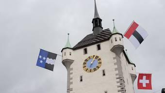 Welche Fahne darf es denn sein? Am Stadttum wehten nach der Renovation 2009 sowohl Aargauer, Badener als auch Schweizer Fahne.