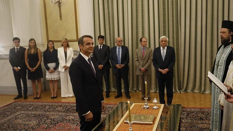 Der konservative Parteichef Kyriakos Mitsotakis ist am Montag als neuer Ministerpräsident von Griechenland vereidigt worden.
