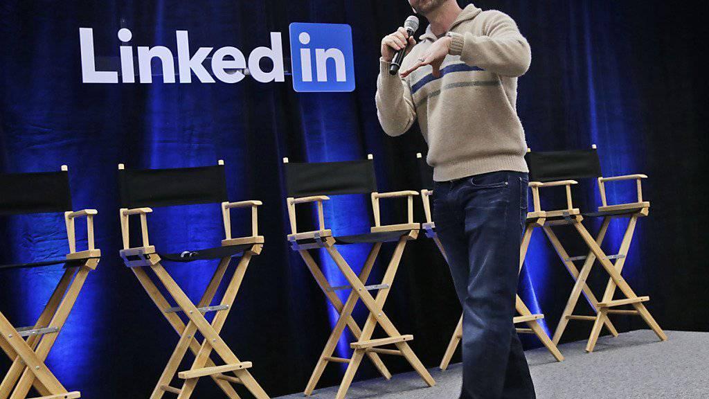 LinkedIn-Chef Jeff Weiner bei einem Auftritt im vergangenen November: Das Karriereportal ist auf Expansionskurs. (Archivbild)