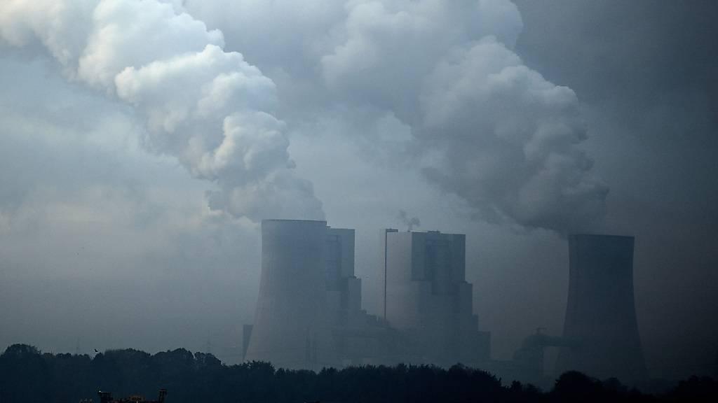 Der Rückversicherer Swiss Re will künftig auf Kapitalanlagen mit Bezug auf Kohle verzichten. (Archivbild)