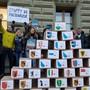 Die Bürgerbewegung Freunde der Verfassung reichen 55'000 Unterschriften gegen das Terror-Gesetz ein.