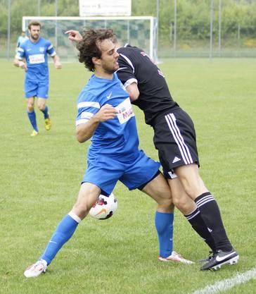Geiger lässt einen Gegenspieler auflaufen