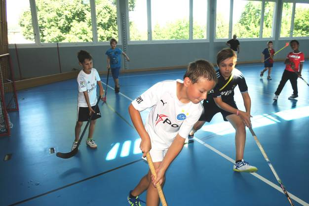 Schafft es Joël (10), Loris(9) von hinten den Ball zu schnappen