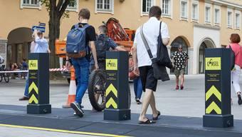 So sieht die mobile Pollersperre aus, welche im Juni in deutschen Augsburg zum Einsatz kam. Die Einrichtung ist keine 10 Zentimeter hoch und kann ohne weitere Baumassnahmen funktionsfähig aufgestellt und von Fussgängern, Velo- und Rollstuhlfahrern problemlos überwunden werden.