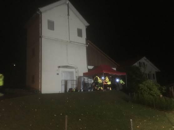 Die Patienten wurden durch die Feuerwehr aus dem Gebäude gebracht und an die Samariter übergeben, welche diese an einem geschützten Ort betreut haben.