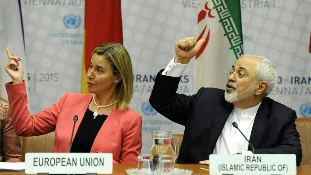 Die am Atomabkommen mit dem Iran beteiligten europäischen Staaten und EU-Aussenbeauftragte Federica Mogherini (links) haben das von Teheran gestellte Ultimatum zurückgewiesen. (Archivbild)