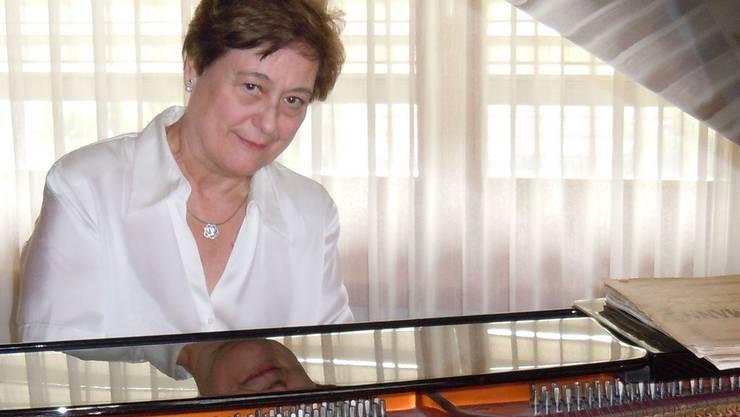 Maria Luisa Cantos an ihrem geliebten Bösendorfer-Flügel.