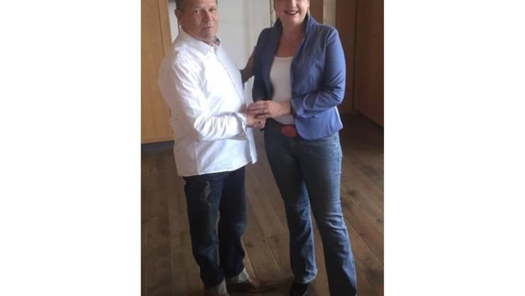 Stabübergabe an die neue FDP-Präsidentin Karin Oertlin durch Martin Fessler.