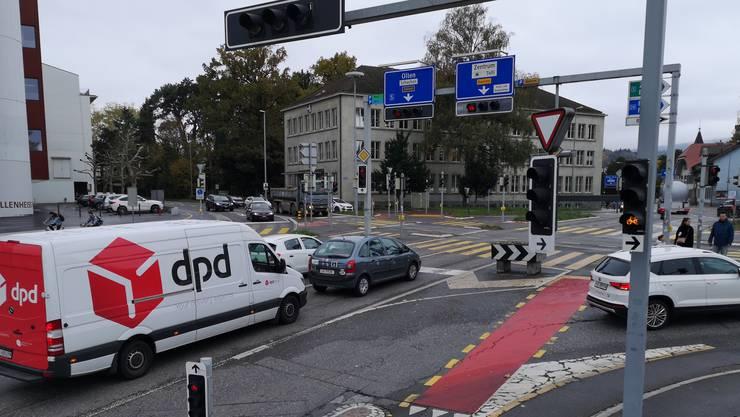 Herrscht hier bald ein Verkehrschaos? Der Kreuzplatz in Aarau wird saniert.