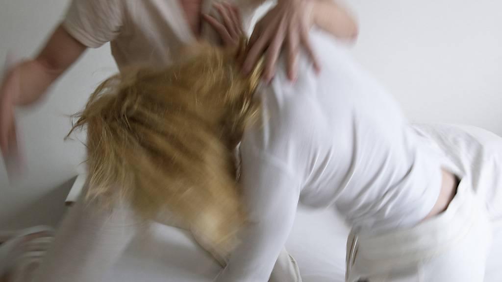 Im Kanton Graubünden erreichte die Zahl der Beratungen durch die Opferhilfe einen neuen Höchststand. Häusliche Gewalt war dabei oft ein Thema (Symbolbild).