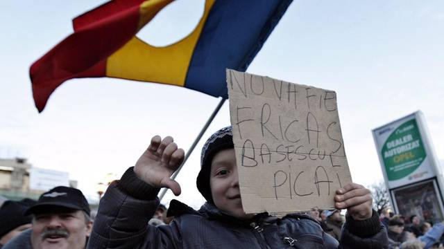 Jung und Alt protestiert in Rumänien