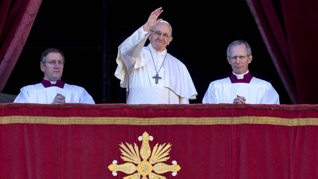 Papst Franziskus hat in seiner Weihnachtsbotschaft zu Frieden in Nahost und dem Jemen aufgerufen.