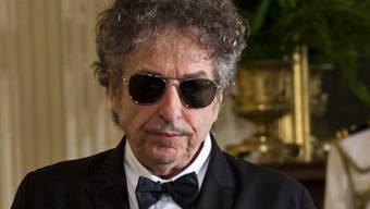 Bob Dylan spielt weiter Verstecken: Nachdem der Musiker bereits die Nobelpreis-Verleihungszeremonie abgesagt hatte, will er auch nicht zu der Ehrung im Weissen Haus erscheinen. (Archivbild)