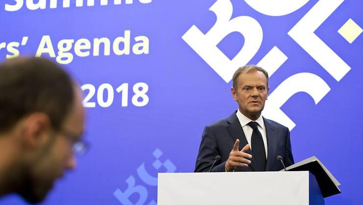 """Tusk redet in Sofia Tacheles: Der EU-Ratschef bezeichnet Trumps """"launenhaften Behauptungswillen"""" als Herausforderung für die EU."""