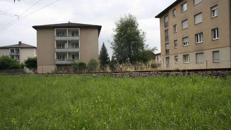 Die Mühlegut-Gebäude befinden sich direkt neben der Bahnhlinie nach Oberdorf