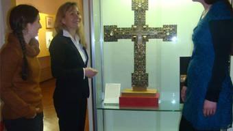 Die Hauptorganisatorinnen Linda Imhof, Ute Gottschall und Kathrin Schöb Rohner (von links) am Adelheid-Kreuz. ari