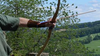 Der Mann schoss mit dem Bogen auf eine Zielscheibe, als es zum Unglück kam. (Symbolbild)
