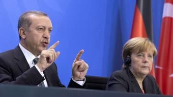 Der türkische Ministerpräsident Erdogan und die deutsche Bundeskanzlerin Merkel. (Archivbild)