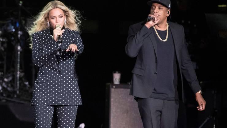 Wirbel an einem Konzert der US-Sängerin Beyoncé und ihres Mannes, dem Rapper Jay-Z in Atlanta: Die beiden hatten sich gerade zurück gezogen, als ein Fan auf die Bühne stürmte und in den Back-Stage-Bereich wollte. (Archiv)