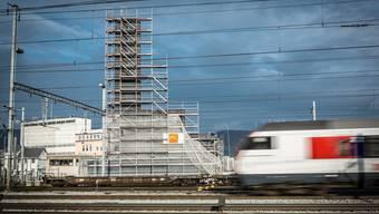 Kamin der Energiezentrale im Aarauer Torfeld Nord –hier war die Bewilligung kein Problem. Chris Iseli