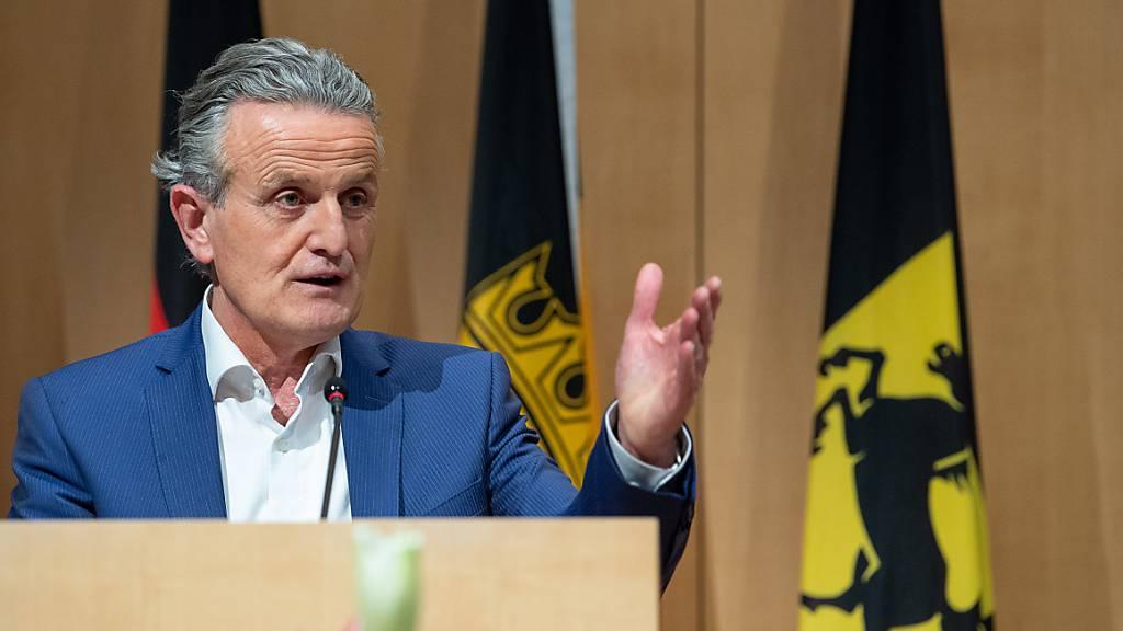Frank Nopper (CDU), Kandidat der CDU und Gewinner der Oberbürgermeisterwahl, spricht nach der Neuwahl des Stuttgarter Oberbürgermeisters im Rathaus. Foto: Sebastian Gollnow/dpa