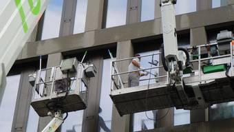 12 000 Quadratmeter Gebäudeverglasung werden am Campus gereinigt