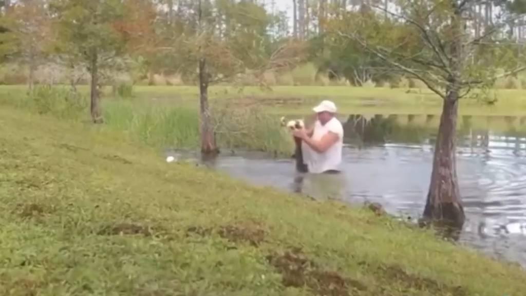 Mann rettet seinen Hund vor Alligator-Attacke