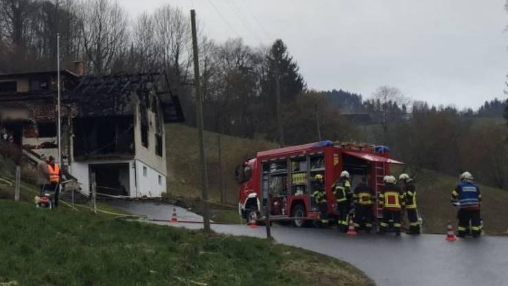 Beim Brand eines Hauses in Schachen LU ist eine Frau ums Leben gekommen.