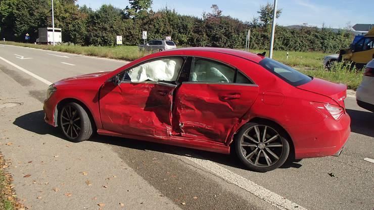Die Fahrerin des Mercedes wollte Richtung Autobahn abbiegen und dürfte den Vortritt missachtet haben.