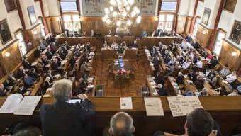 Blick in den Gemeinderatssaal: Insgesamt 1054 Kandidatinnen und Kandidaten stellen sich für die 125 Sitze im Zürcher Stadtparlament zur Wahl.