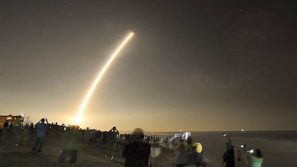 Hier schiessen die USA einen «revolutionären» neuen Wettersatelliten von Cape Canaveral in die Erdumlaufbahn.